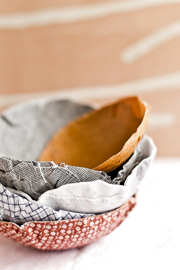 How to Make Fabric Bowls (Similar to Paper Mache but with Fabric Scraps) #diy #fabricbowl #housewares #homedecor #diydecor