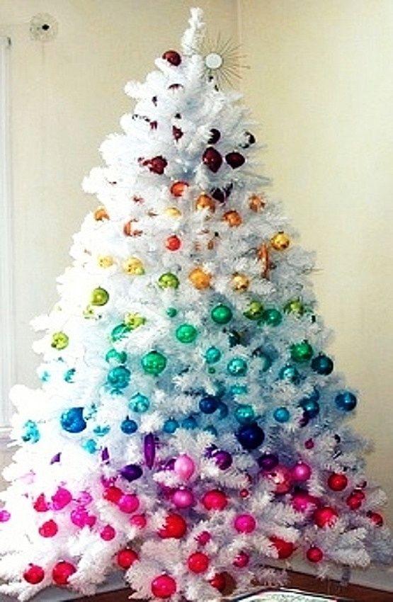 Este Precioso árbol Blanco Decorado En Arco Iris :) Tengo Ganas De Hacerme  Con Uno. Vía: Carriecan