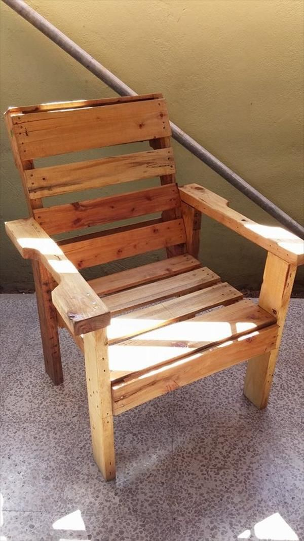 diy recycled wooden pallet chair old made new diy pallet furniture pallet chair wood. Black Bedroom Furniture Sets. Home Design Ideas