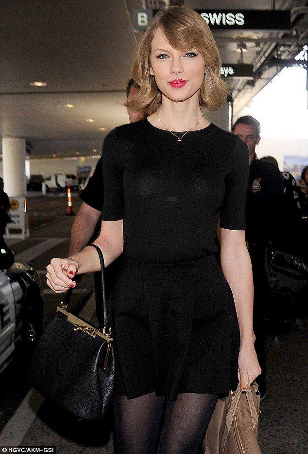 Taylor Swift Rocks Her New Blonde Bob As She Lands In Los Angeles Taylor Swift Style Taylor Swift Short Hair Taylor Swift New
