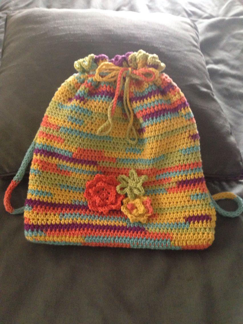 Mochila pequeña a crochet