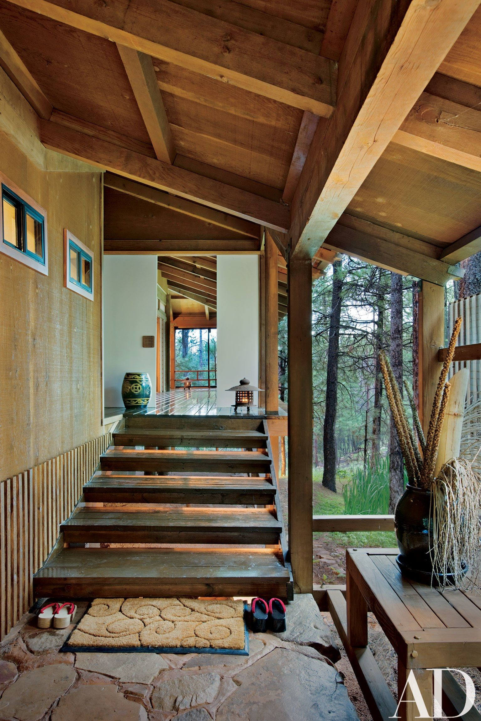A Residence On Arizona S Mogollon Rim Features Classic Japanese Elements Traditional Japanese House Japanese Style House Japanese Interior Design