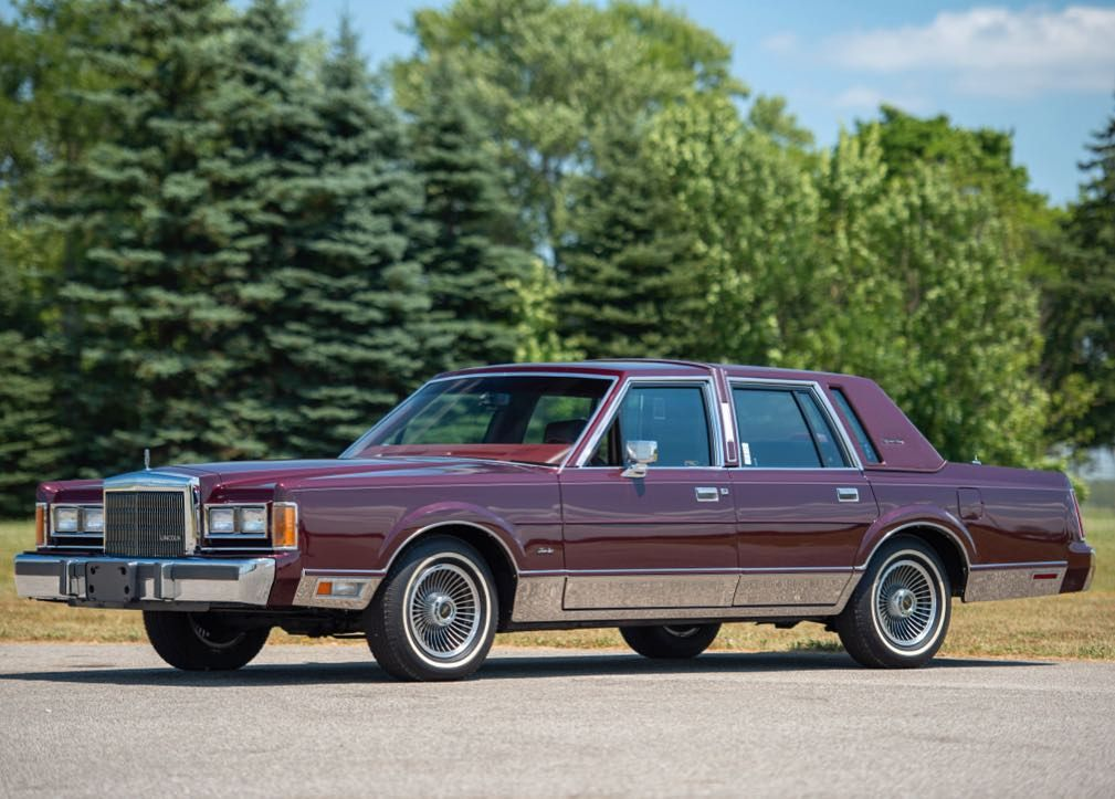 Pin By Gilles Clermont On American Cars In 2020 Lincoln Town Car Lincoln Cars Car