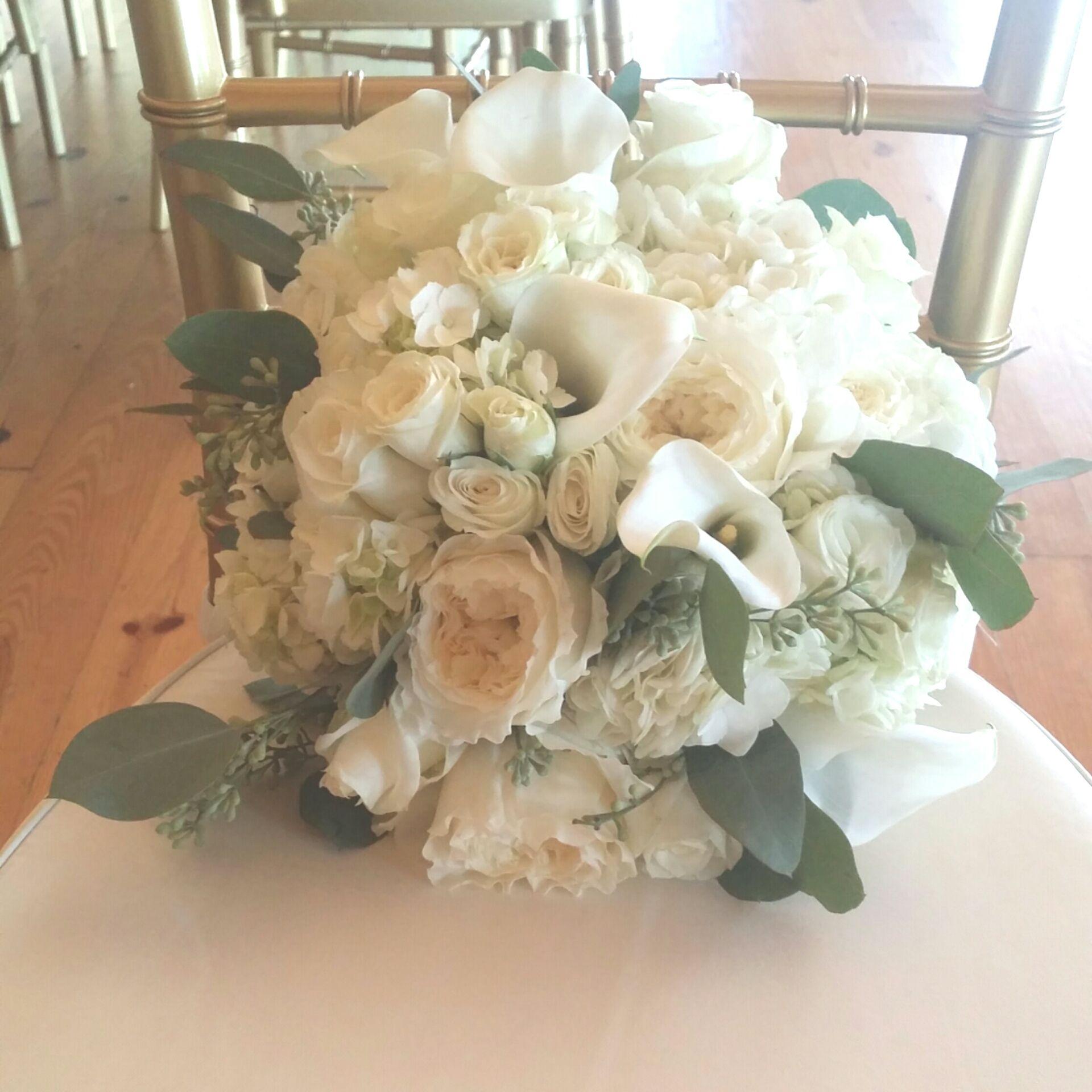 bride bouquet elegance hydrangea garden roses calla lily white roses white