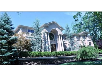 160 Midwood Rd Paramus Nj 07652 Builders Own This Property Combines Modern Elegance With Timeless Luxury Living Two Estate Homes Paramus Selling House