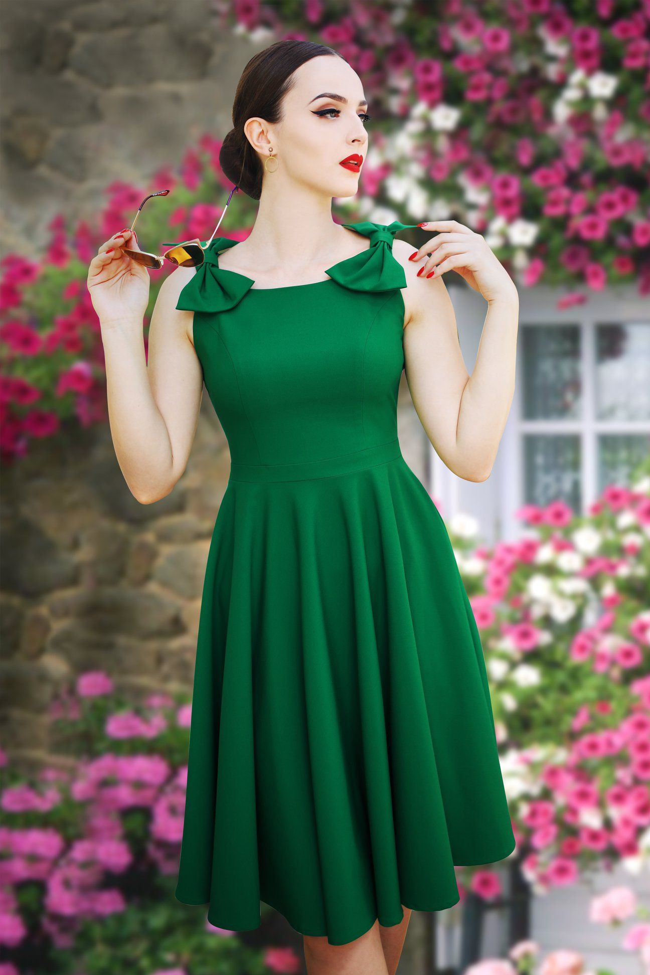 Vintage diva emerald green charlie bow detailed sleeveless swing