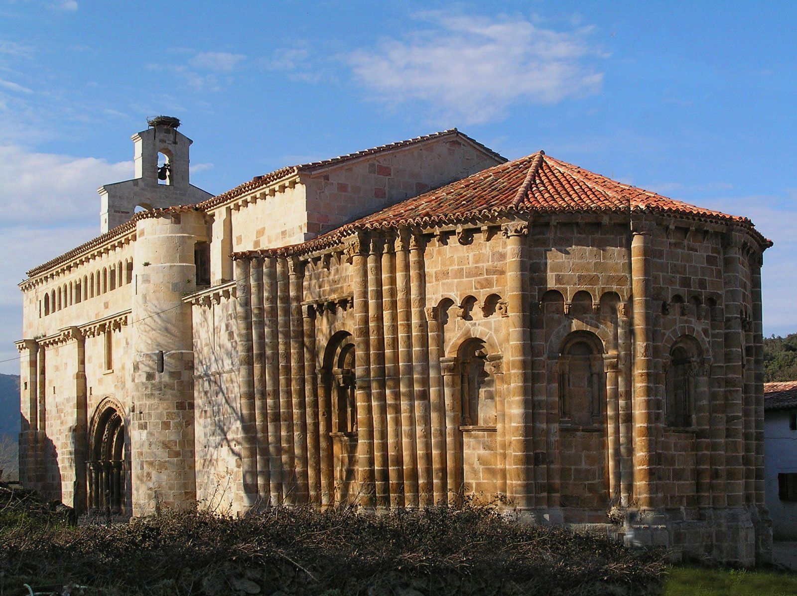 Resultado de imagen de iglesia románica de Vallejo de Mena