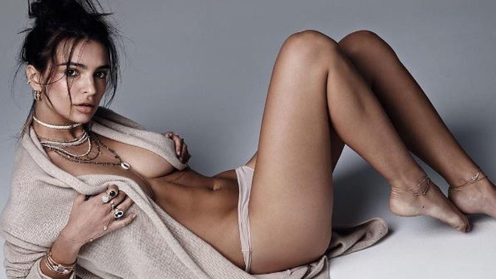 Súper Hot Emily Ratajkowski Posó Desnuda Y En La Cama Foto