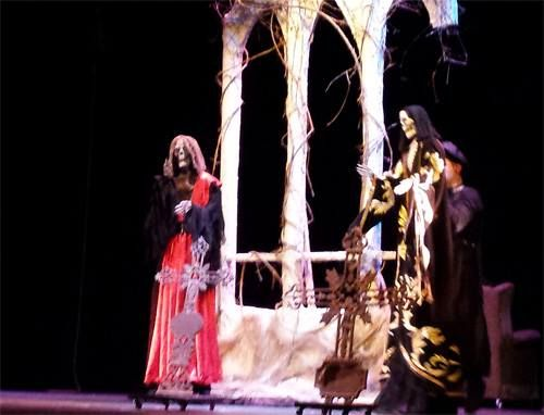 """Fabularia Teatro (Raúl Gómez y Trinidad Ossorio) con un  novedoso montaje de """"El Señor de Bembibre 2.1."""", en el Teatro Bérgidum IMAGEN: EbooksBierzo"""