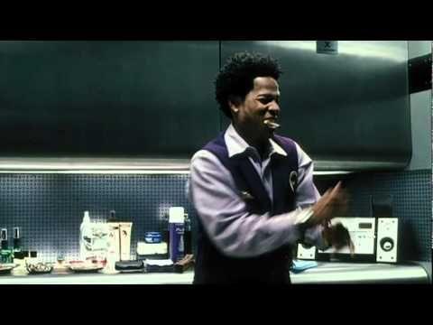 Soul Plane (2004) gehört zu den verkannten Filmen der Kinowelt. Tatsächlich kann man mit dieser reinrassig rabenschwarzen Kommödie extrem derben Spaß haben.