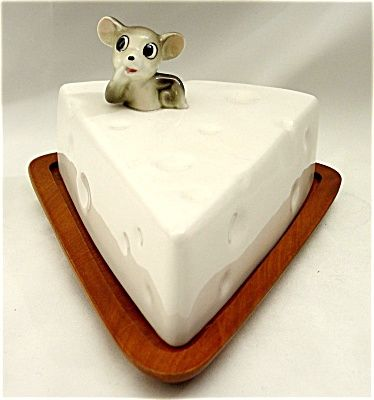 1950s Cheese and Mouse Cheeseboard. Click on the image for more information.