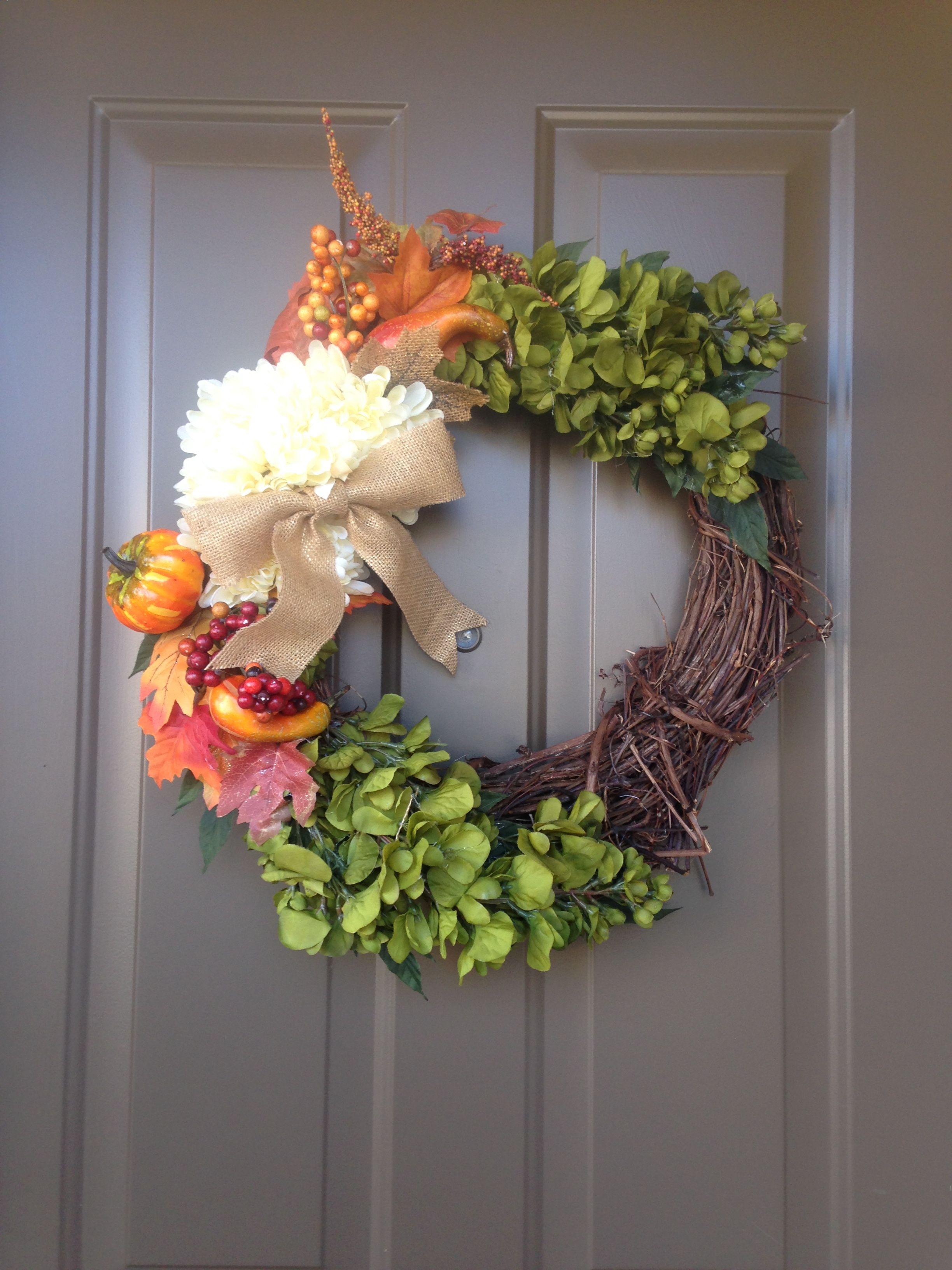 DIY Fall Wreath & Pumpkins Diy fall wreath, Fall wreath