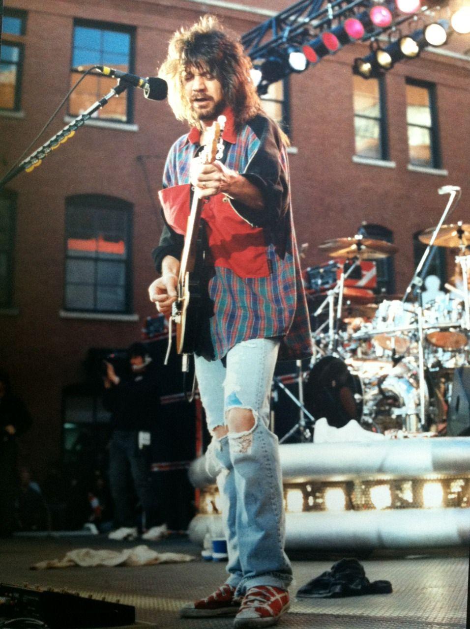 Eddie Van Halen 1991 Dallas Tx Free Outdoor Show Van Halen Eddie Van Halen Music Pictures