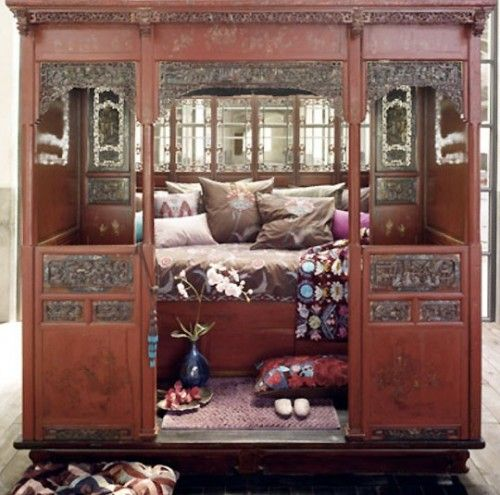 Traditional Chinese Bedroom Design. I Do Like The Intimacy Of The Space And  All The