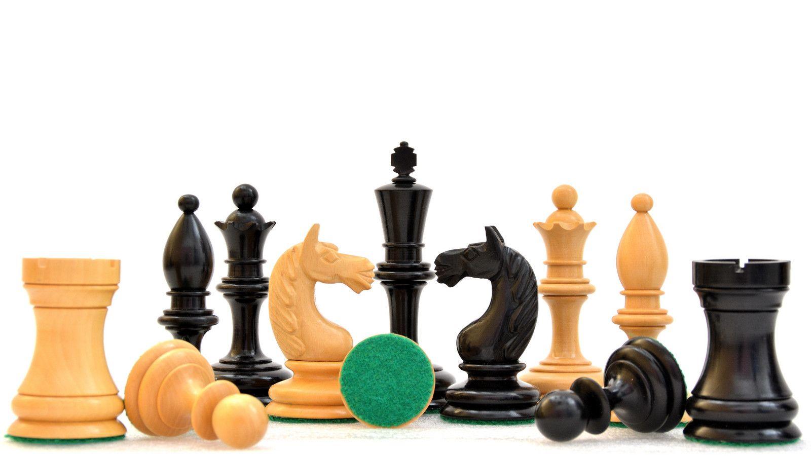 Hungarian Antique Reproduction Chess Set Ebonized /& Boxwood Pieces
