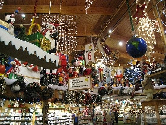 bronners christmas store in frankenmuth michigan the ultimate ornament collectors store