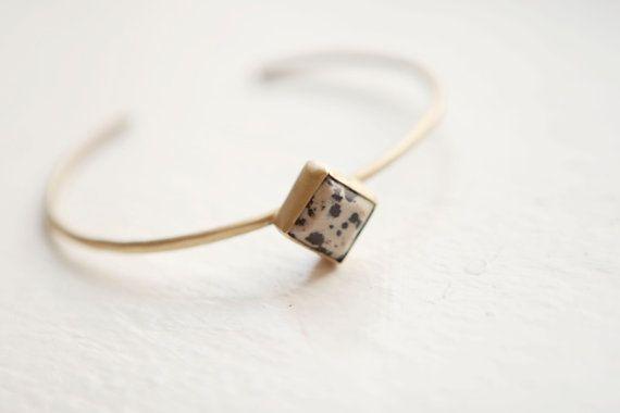 Dalmatian Jasper Bracelet por MineralogyDesign en Etsy