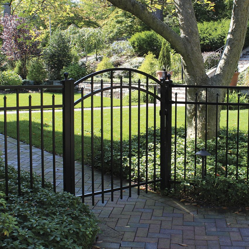 This Aluminum Gate And Fence Make For A Stunning Entrance Aluminium Gates Gate Decoration Gate