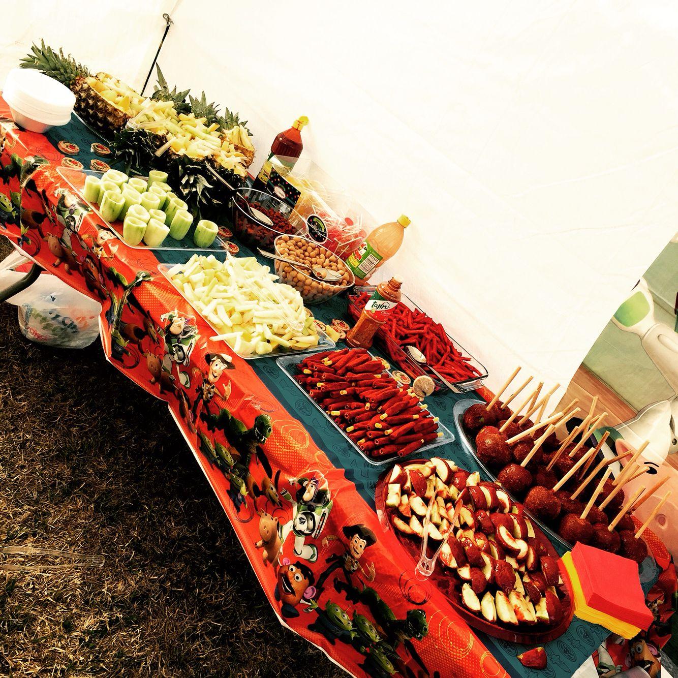 Chamoy Table Con Pina Locas Pepi Locos Chicharones Con Cueritos Mesas De Frutas Mesa De Frutas Fiestas Ideas Mesas De Dulces