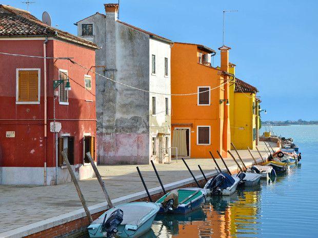 http://www.geo.fr/var/geo/storage/images/voyages/vos-voyages-de-reve/dans-la-lagune-de-venise-sur-l-ile-de-burano/canal-rejoignant-la-lagune/1096507-1-fre-FR/canal-rejoignant-la-lagune_620x465.jpg