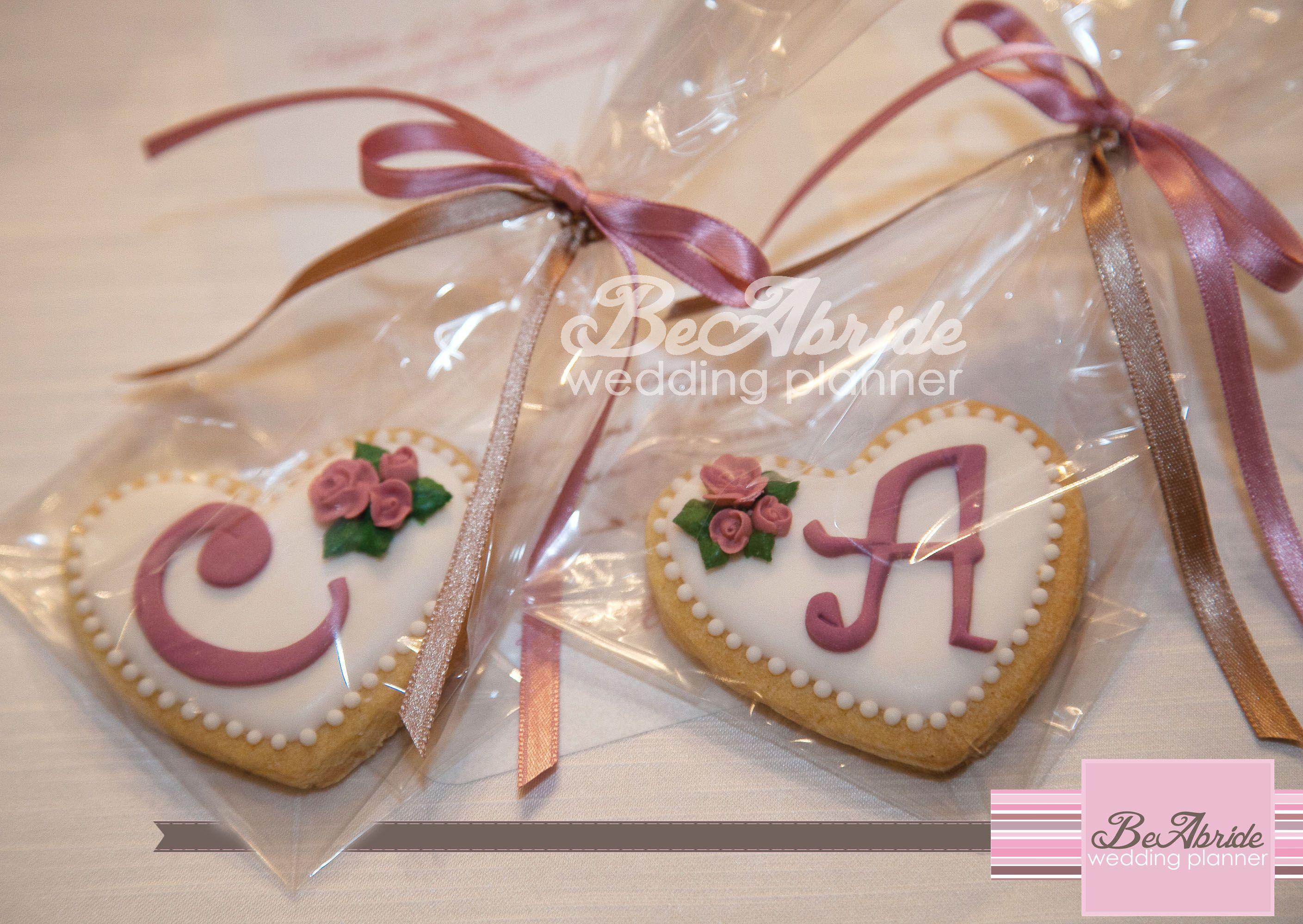 Biscotti segnaposto by Delicake cake designer...wedding cookies by Delicake cake designer