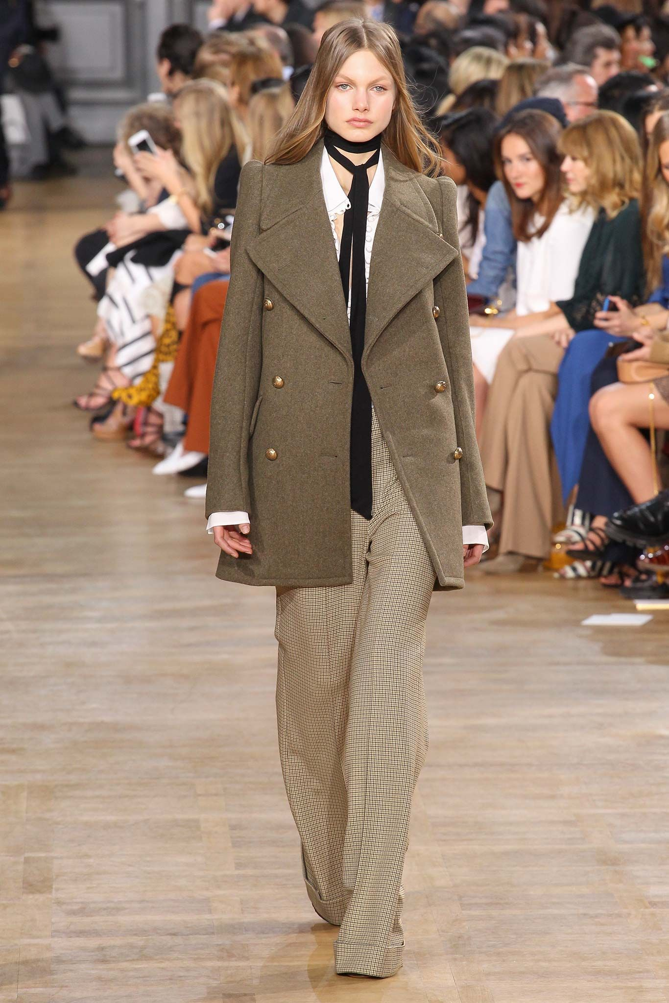 yes retro suit. Chloé Fall 2015 RTW Collection - Style.com. Long live fashion: LÜR Nail presents the best designer runway looks of the Paris Autumn/Winter 2015 Collections.