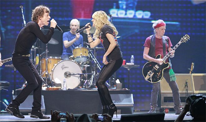 "In this photo taken Saturday, May 25, 2013, Carrie Underwood sings ""Only Rock'n Roll"" with Mick Jagger of the Rolling Stones at the Air Canada Center, in Toronto. (AP Photo/The Buffalo News, Harry Scull Jr.)"
