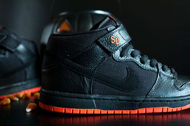 new product 0e7d2 5f8b8 NIKE SB DUNK MID PRO (HALLOWEEN) | Sneakers | Nike slippers ...