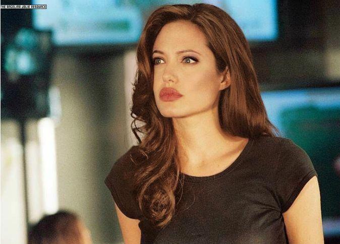 Angelina Jolie mit anderem Make-up und Haarfarbe von mir #