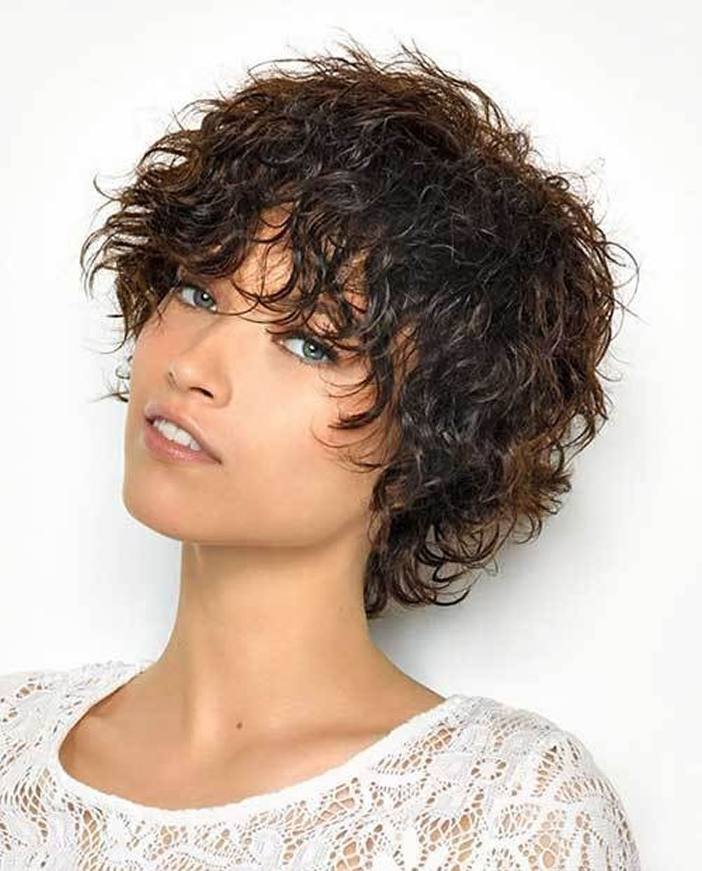 9 Cool Short Hairstyles For Curly Hair For Women With Diamond Face 2019 Curly Hair 2019 Curly Hair Styles Short Hair Styles Short Curly Hairstyles For Women