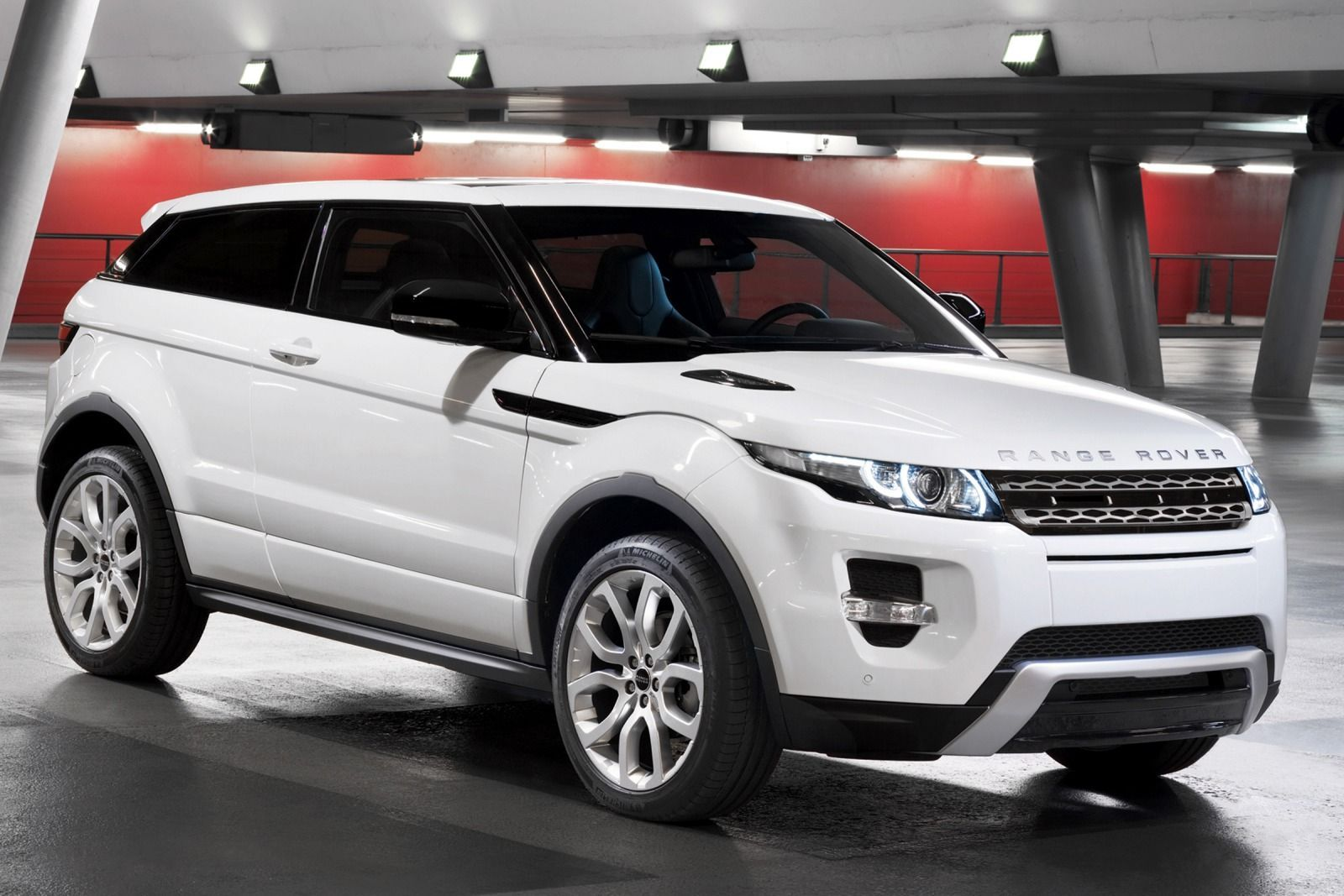 Ladies love it evoque wins women s world car of the year range rover evoque range rover evoque coupe and range rovers