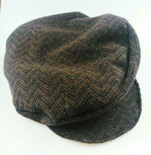 This pupil must be born in Ireland; perfect cap! In tweed. Extraordinary choice wich I encourage! I like own taste!