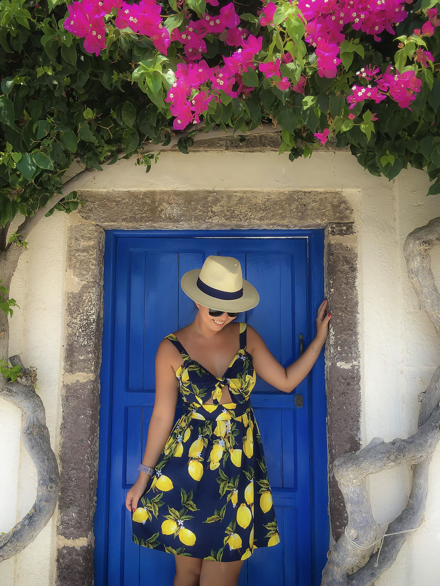 Pink bougainvillea, blue door, lemon-print dress, and a nice hat. Sometimes photos just come together all by themselves ;-)