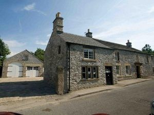 The Old Bakehouse A Large Detached Property Set In The Heart Of Historic Calver Village With Large Enclosed Garde Peak District Cottages Cottage House Styles