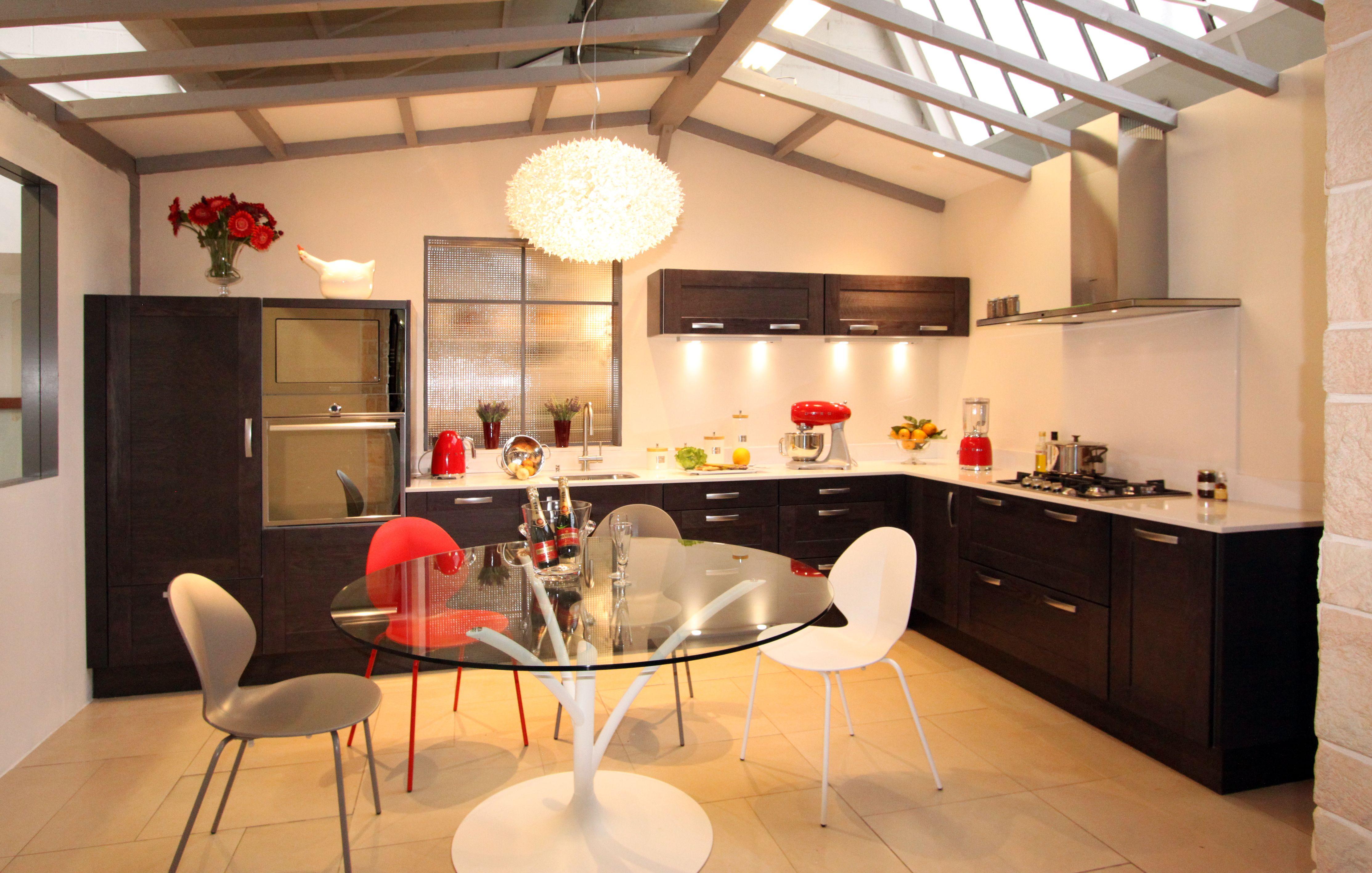 cuisine fabrimeuble bois ch ne fonc fabrication fran aise chaise calligaris basil table. Black Bedroom Furniture Sets. Home Design Ideas