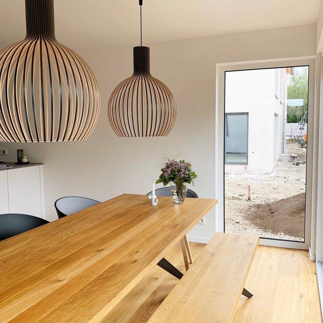 Minimalistisch Modern Und Naturlich Schon Wir Lieben Das Zuhause Von Villaglueckskind Mittendrin Tisch Und Bank Tamina Von Muster In 2020 Home Decor Decor Home