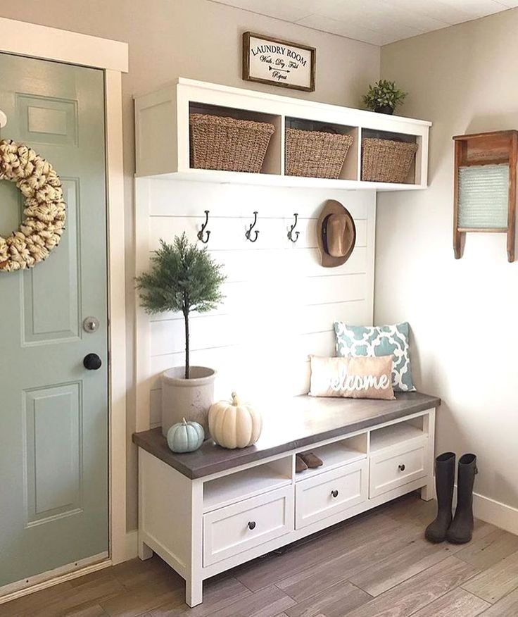 With the onset of winter months, rain and snow, the Mudroom gains importance to … – Landhaus ideen