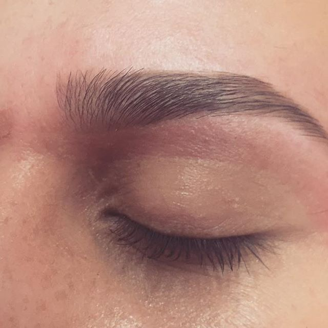 Brows of the day 👏🏻👏🏻👏🏻👏🏻👏🏻👏🏻👏🏻 #browsonpoint #browstudio #browexpert #nyc #nycbrows #nycbrowartist #eyebrowshaping #eyebrows #glamourelabrowstudio