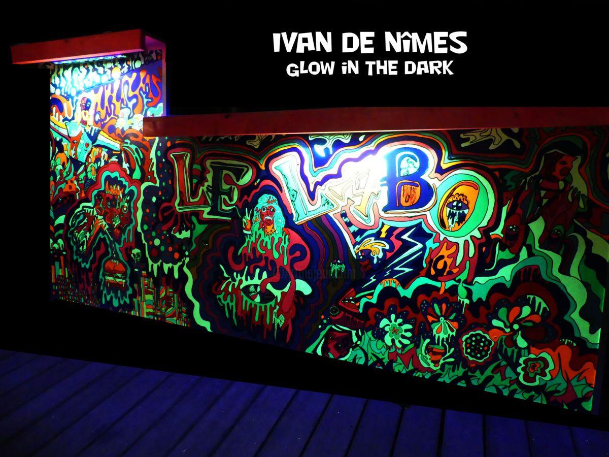 *Glow in the Dark* 110x255 Devant de comptoir (Peinture),  245x110 cm par Ivan De Nîmes *Glow in the Dark*   110x255   Devant de comptoir luminescent.  Eclairage intégré.