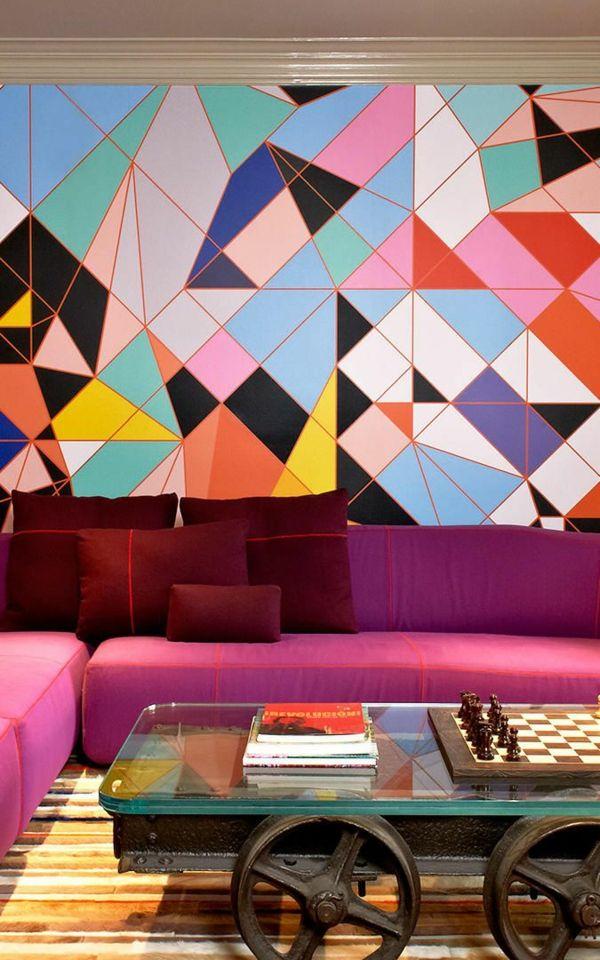 tapete wohnzimmer lila sofa dunkelrote dekokissen Wanddekoration - wohnzimmer modern lila