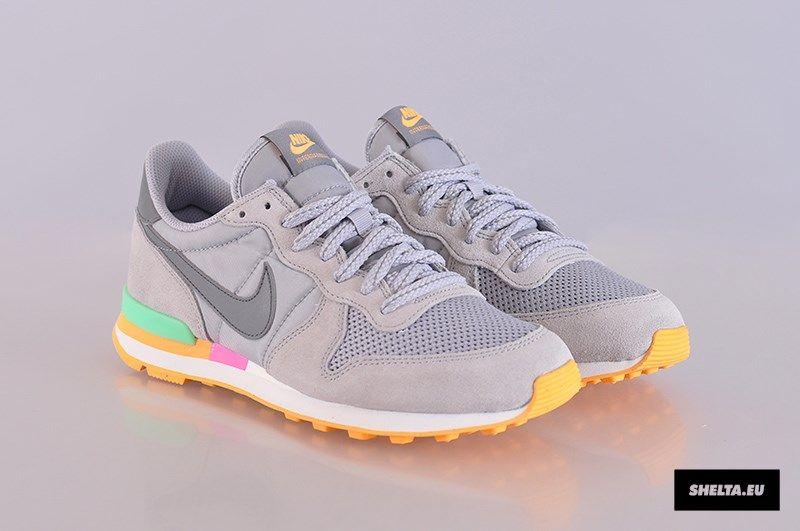 the latest c496b f9a45 Nike WMNS Internationalist: Wolf Grey/Clear Grey-Light LCD Green/Atomic Pink