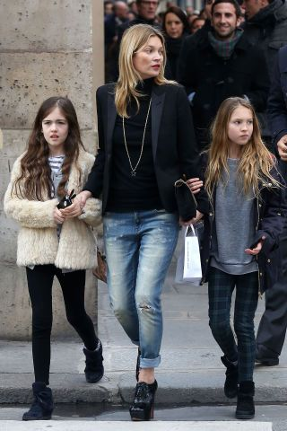 50 turtleneck outfit ideas for fall and winter from the best celebrity and street style looks: Kate Moss styles a black turtleneck under a blazer with boyfriend jeans