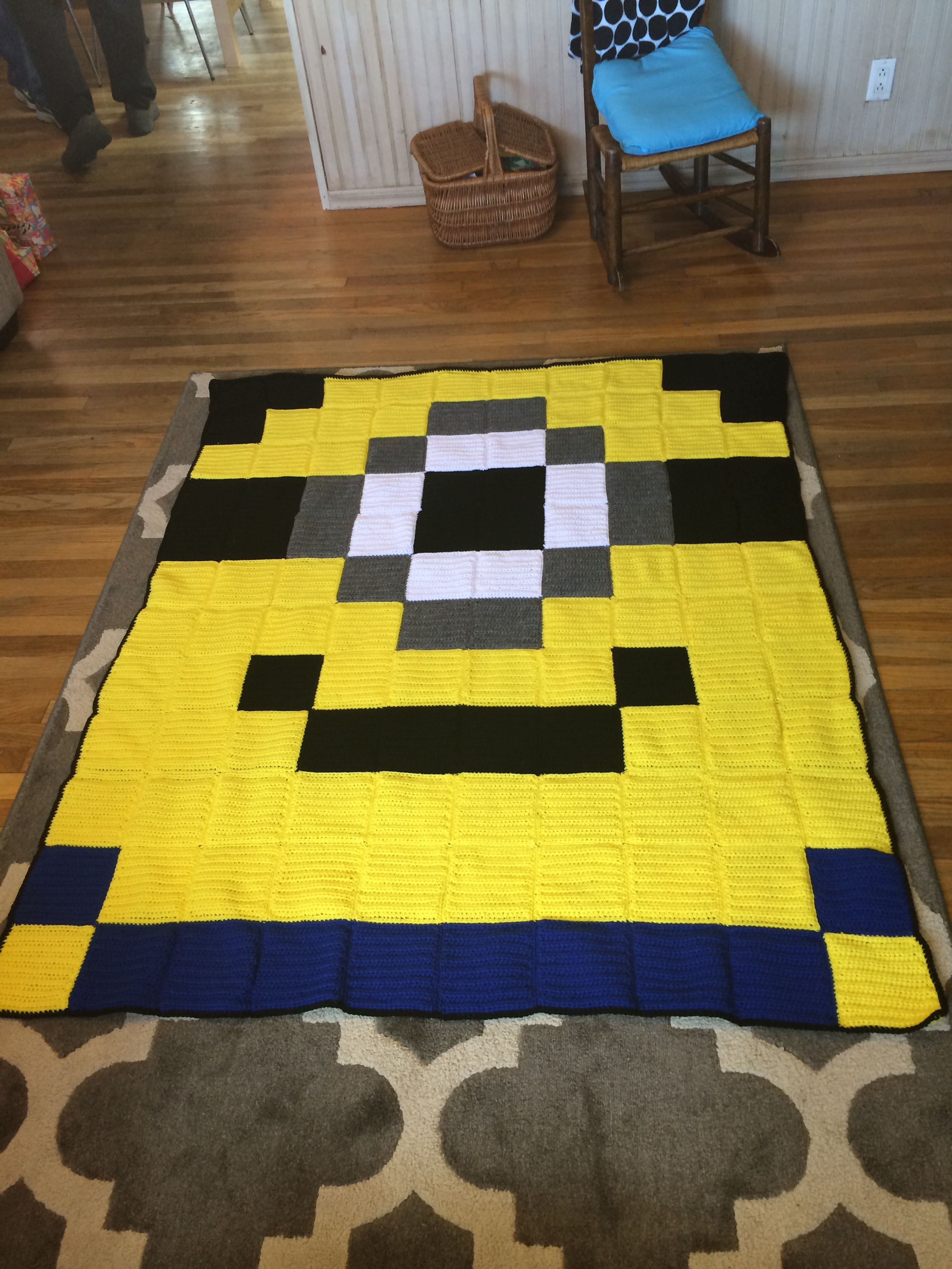 8bit Minion pixel crochet blanket - Crocheted Creations by Nana
