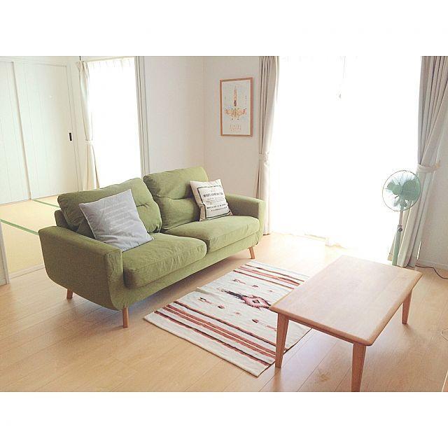 ミニマリストの持ち物とは ものを減らしたシンプルな生活 ソファー グリーン 模様替え 家具のアイデア