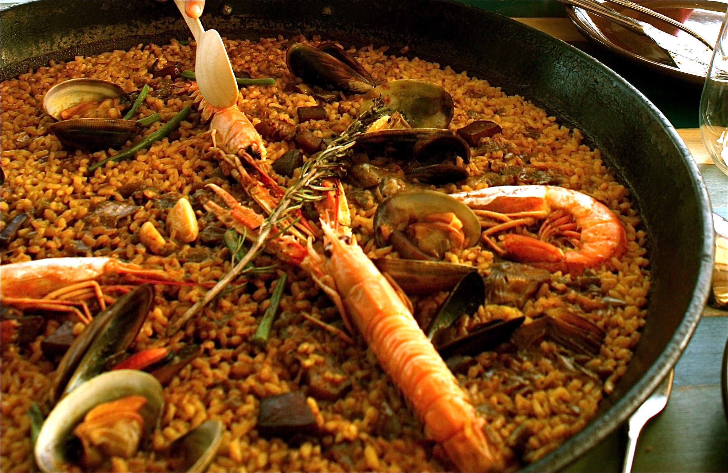 Authentic Seafood Paella at Barceloneta beach...really the taste of summer! http://rainbowspoon.com/