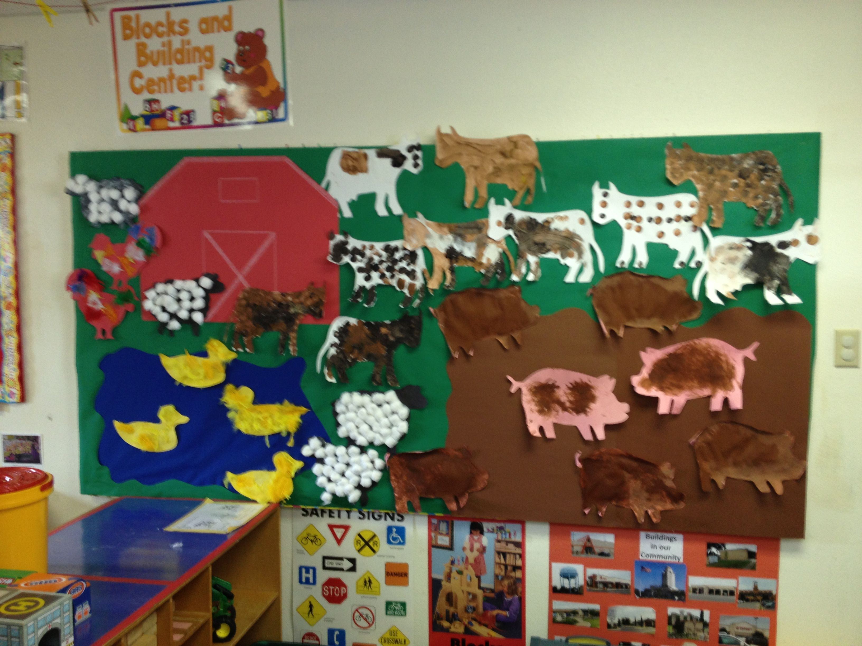 Pre school farm theme bulletin board minus the teacher for Animals decoration games