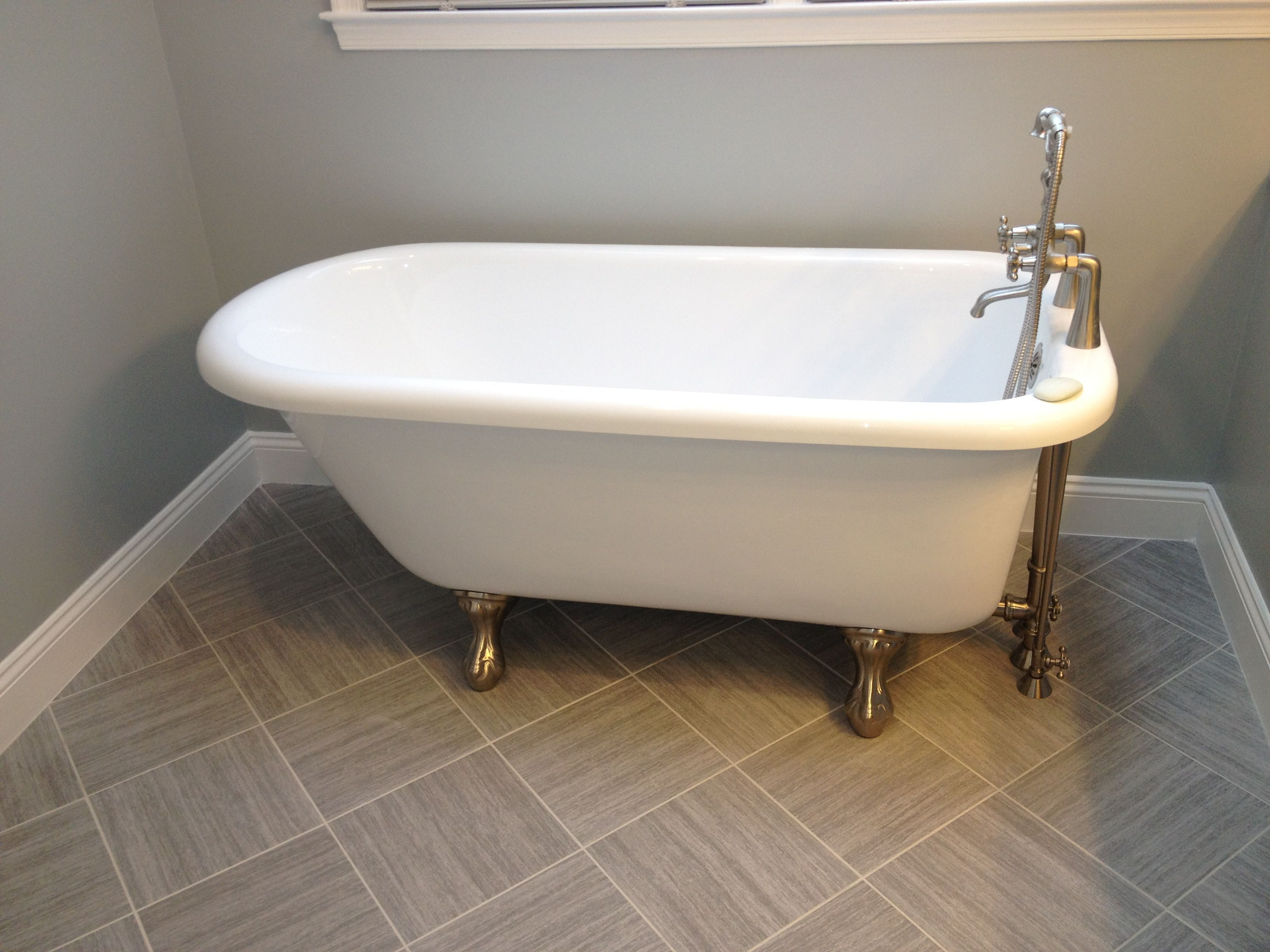 clawfoot tub | Inspirations | Pinterest | Tubs, Bathroom laundry ...