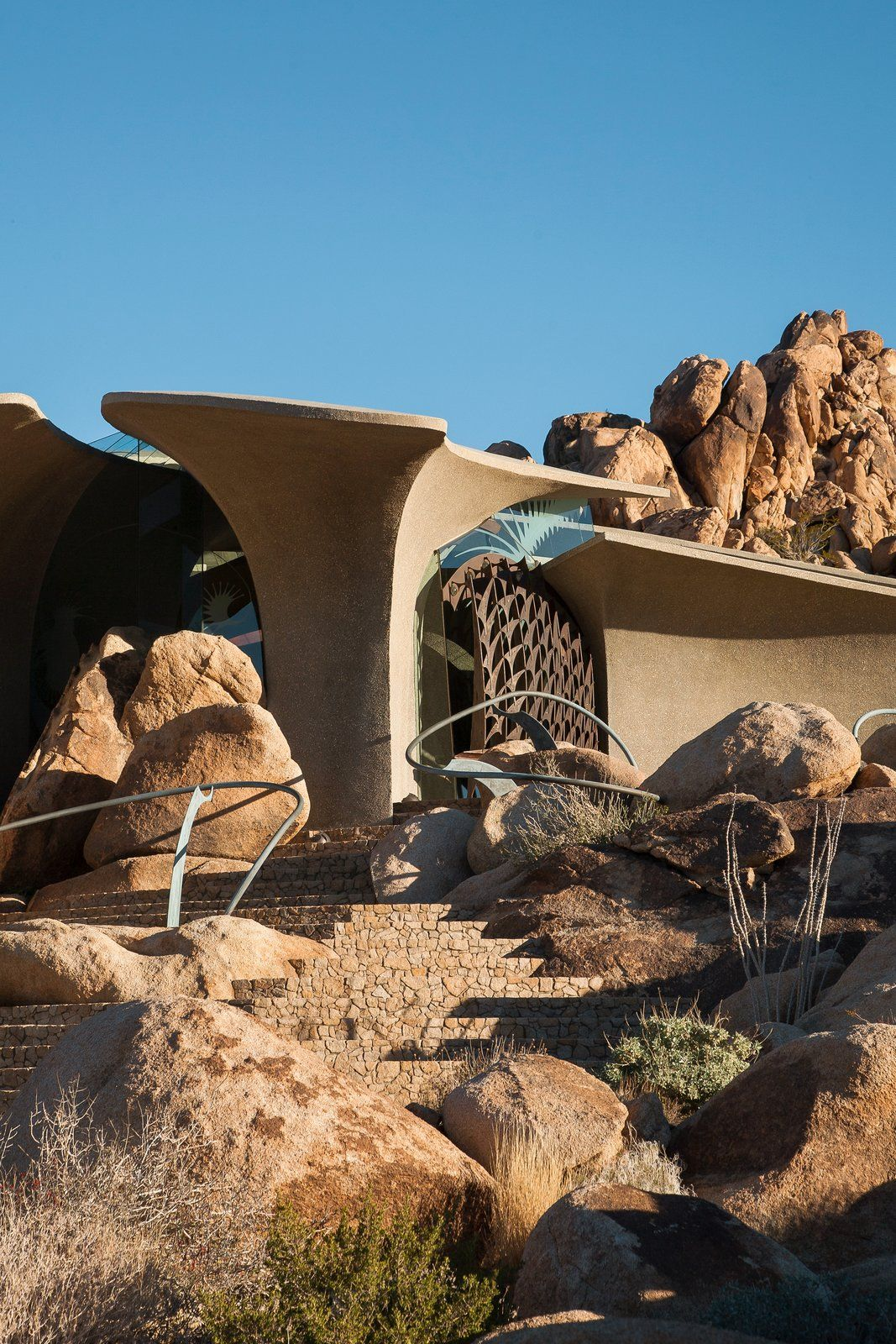 High desert house in joshua tree is an otherworldly architectural icon dwell moderndeserthomes kendrickbangskellogg