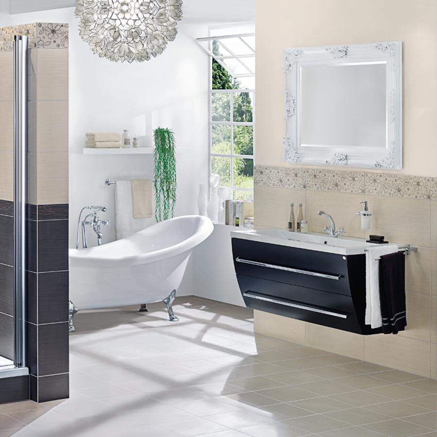 Modernes Badezimmer Großflächiger Trend Fugenlose Bäder 2018: Niedrige HeizkÃrper Vor Fenster