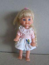Barbie Puppe Kleinkind SIMBA (11,5cm) mit Kleidung und Kniegelenke